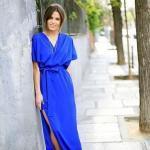 2020 En Trend Mavi Renk Elbise Kombinleri Mavi Uzun Kısa Kollu V Yakalı Yırtmaçlı Elbise Gümüş Topuklu Ayakkabı
