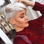 2020 En Şık Pixie Kısa Saç Kesim Modelleri Beyaz Sarışın Buzzed Taraflar ve Saçak ile Pixie