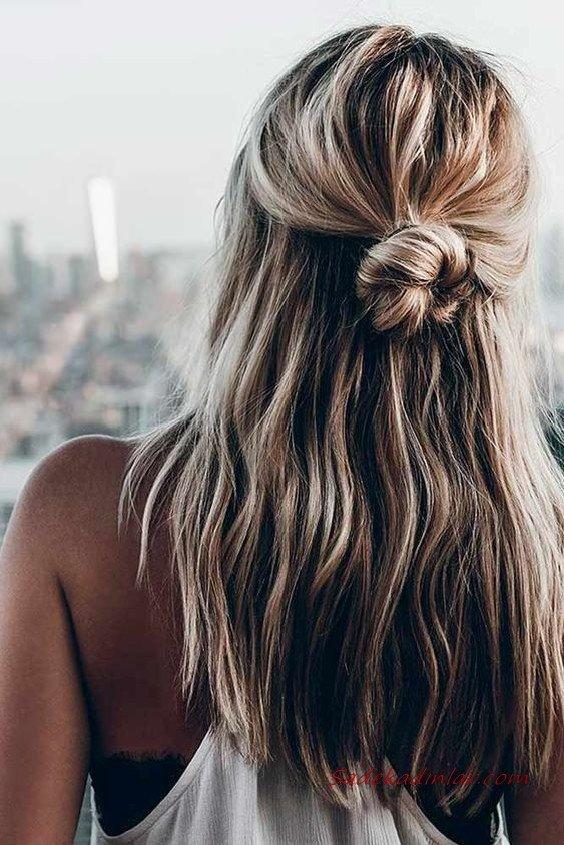 2020 Günlük Şık Kolay Saç Modelleri Sarı Uzun Yarım Kabarık Topuz