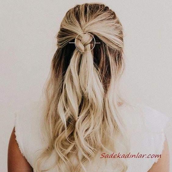 2020 Günlük Şık Kolay Saç Modelleri Sarı Uzun Yarım Örgülü