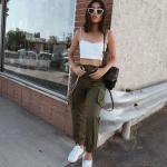 2020 Kargo Pantolon Modelleri İle Günlük Kombinler Yeşil Pantolon Beyaz Askılı Büstiyer Spor Ayakkabı