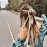 Günlük Kombinler İçin 2020 Uzun Saç Modelleri Düz Yarım Toplamalı Dağınık Saç