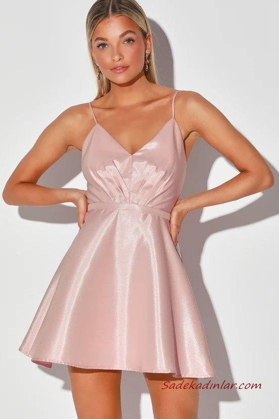 Yaz Davetleri İçin Çarpıcı ve Şık 2020 Abiye Elbise Modelleri Pembe Saten Mini Askılı V Yakalı Kloş Etekli