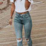 İlkbahar Yaz İçin En Şık 2020 Crop Top Bluz Kombinleri Mavi Yırtık Kot Pantolon Beyaz Straplez Crop Top Bluz Spor Ayakkabı