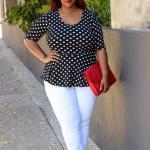 2021 Büyük Beden Günlük İş Kıyafet Kombinleri Beyaz Pantolon Siyah Puantiyeli Kısa Kollu Bluz Kırmızı Stiletto Ayakkabı